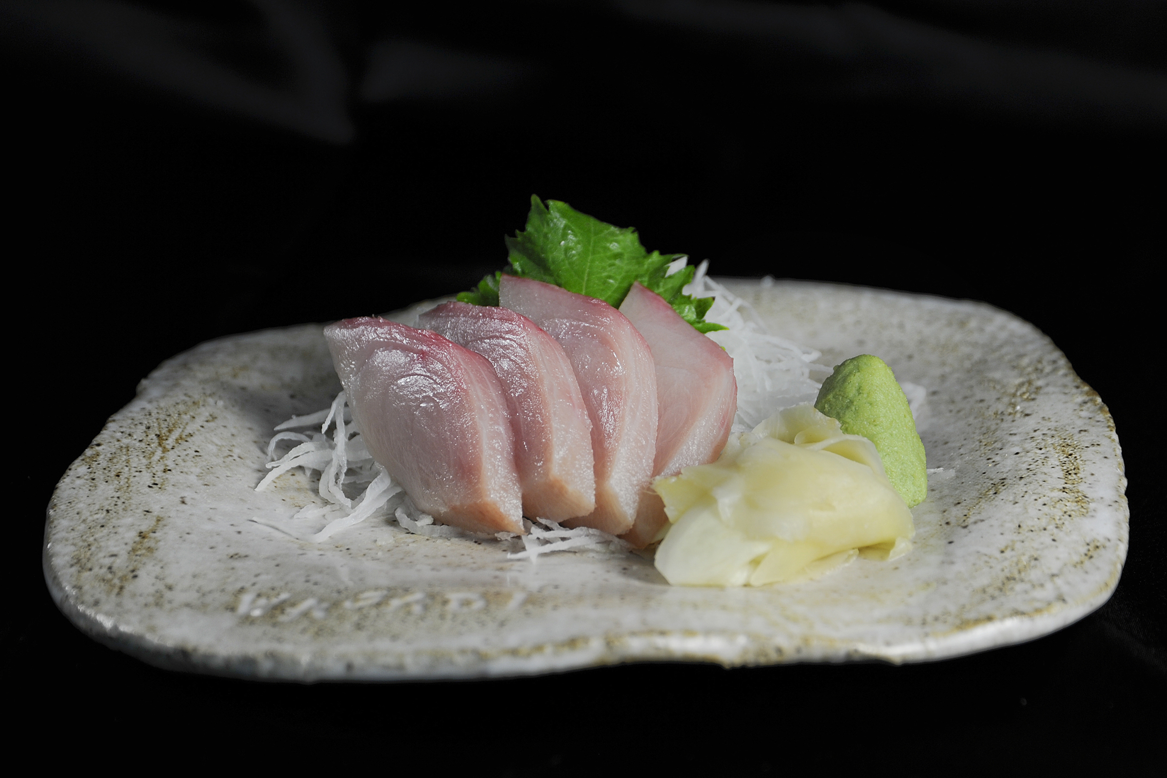 yellowtail sashimi and mango puree - HD 2400×1600